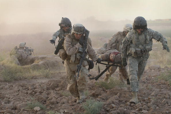 War「Army Medevac Unit Tends To The War Wounded Near Marja, Afghanistan」:写真・画像(12)[壁紙.com]