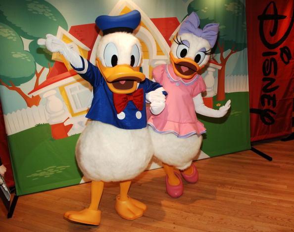 ワールド・オブ・ディズニーストア「Art Of Disney Gallery Opens In World Of Disney Store」:写真・画像(0)[壁紙.com]