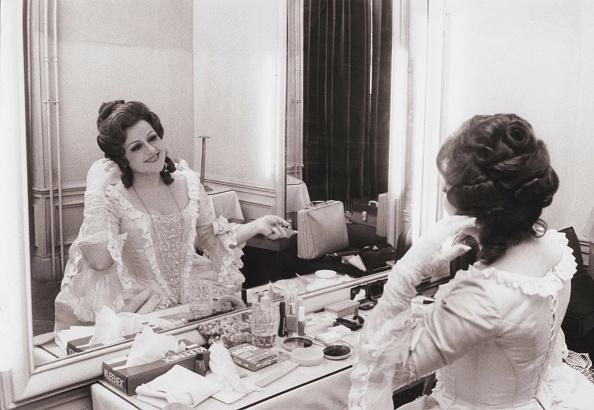 Dressing Table「Teresa Zylis-Gara」:写真・画像(10)[壁紙.com]