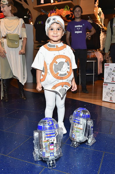 Disney「Star Wars Force Friday II Kicks Off with Midnight Store Openings in NYC」:写真・画像(7)[壁紙.com]