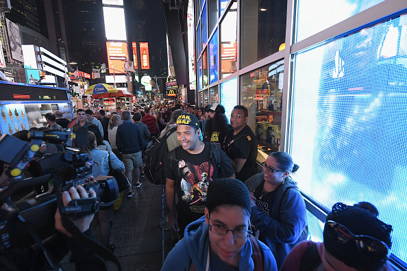Disney「Star Wars Force Friday II Kicks Off with Midnight Store Openings in NYC」:写真・画像(5)[壁紙.com]