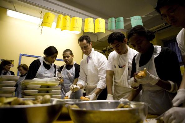 Volunteer「New Yorkers Volunteer At Food Pantry on MLK Day」:写真・画像(18)[壁紙.com]