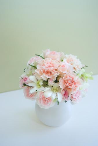 カーネーション「Carnations in vase」:スマホ壁紙(13)