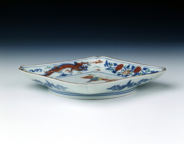 Hen「Arita/Kakiemon square dish, middle Edo period, Japan, c1700-1720.」:写真・画像(6)[壁紙.com]