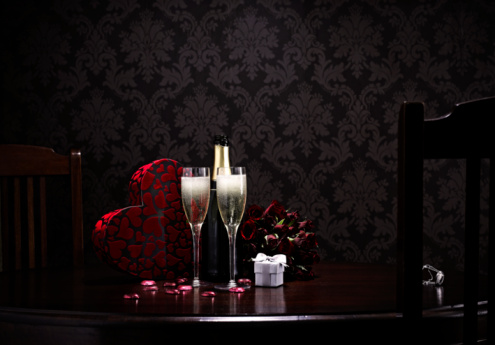 Valentine's Day「champange and roses and choclates on table 」:スマホ壁紙(3)