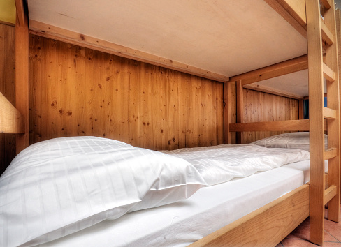 Hostel「Clean and Comfortable Hotel Bed」:スマホ壁紙(3)