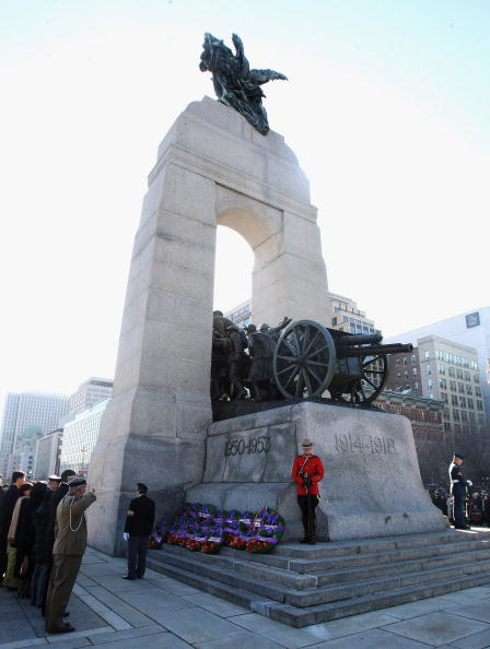 National War Memorial「The Prince Of Wales And Duchess Of Cornwall Visit Canada - Day 10」:写真・画像(2)[壁紙.com]