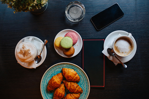 Auto Post Production Filter「Overhead image of coffee and sweets in the bar」:スマホ壁紙(8)