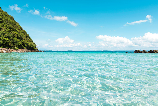 Shallow「Philippines, Palawan, El Nido, clear turquoise water, blue sky and a small island」:スマホ壁紙(3)
