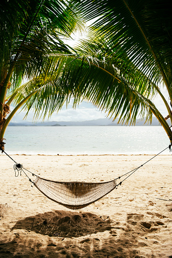 Hammock「Philippines, Palawan, hammock and palms on a beach near El Nido」:スマホ壁紙(13)