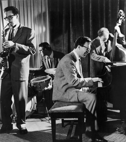 Four People「The Dave Brubeck Quartet Performs」:写真・画像(9)[壁紙.com]