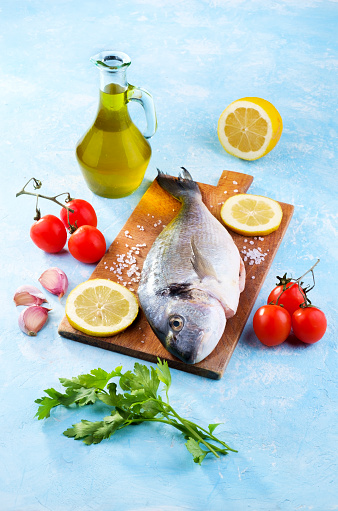Sea Bream「Fresh sea bream with tomatoes, garlic, olive oil, lemon, salt and parsley」:スマホ壁紙(12)