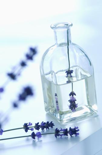 flower「Lavender oil in bottle with flower, close up」:スマホ壁紙(10)