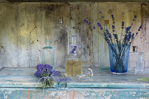Aromatherapy「Lavender oil in bottle」:スマホ壁紙(18)