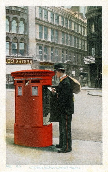 City Life「Postman making a collection, London」:写真・画像(16)[壁紙.com]
