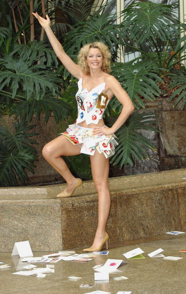 Steve Wood「Nell McAndrew Launches Christmas Card Recycling Scheme   」:写真・画像(15)[壁紙.com]