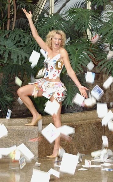 Steve Wood「Nell McAndrew Launches Christmas Card Recycling Scheme   」:写真・画像(19)[壁紙.com]