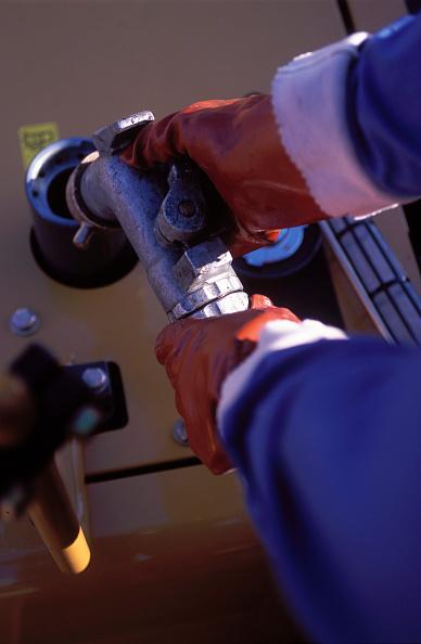 Machinery「Plant operator filling petrol tank」:写真・画像(6)[壁紙.com]