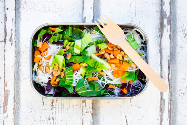 Lunch box, glass noodle salad with pak choi, carrot, red cabbage and:スマホ壁紙(壁紙.com)