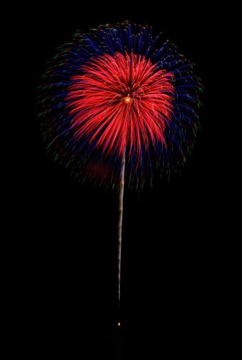 花火「Fireworks exploding in sky, black background, long exposure, Zushi city, Kanagawa prefecture, Japan」:スマホ壁紙(2)