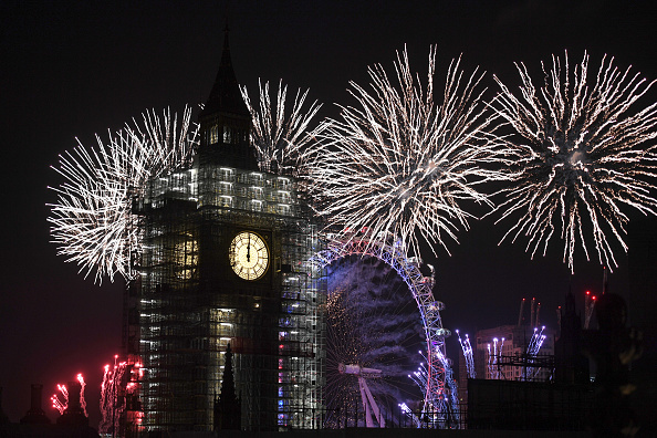 Close To「Thousands Gather In London To Ring In 2018 With Firework Celebrations」:写真・画像(18)[壁紙.com]