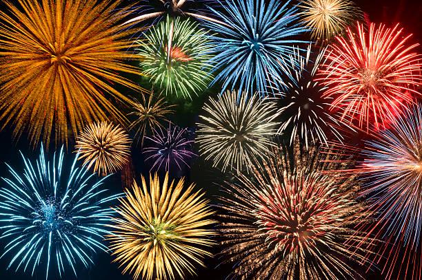 Fireworks exploding in night sky:スマホ壁紙(壁紙.com)