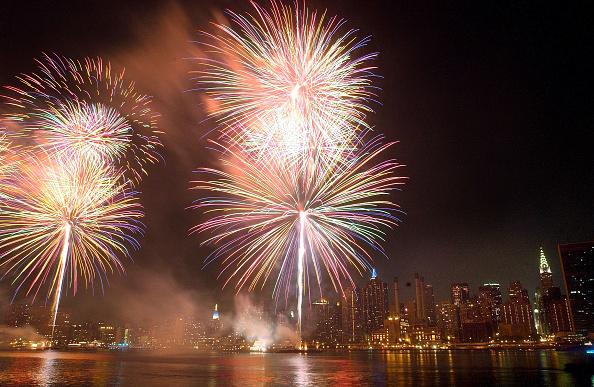 花火「New Yorkers Celebrate Fourth Of July」:写真・画像(16)[壁紙.com]