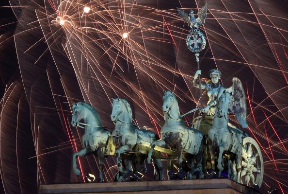 Adam Berry「Berlin Celebrates New Year's Eve 2014」:写真・画像(5)[壁紙.com]