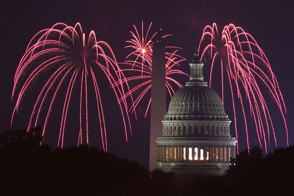 Washington DC「Fireworks Explode Over Nation's Capital In Celebration Of Independence Day」:写真・画像(15)[壁紙.com]