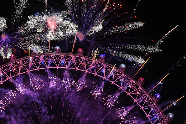 Millennium Wheel「Thousands Gather In London To Ring In 2018 With Firework Celebrations」:写真・画像(16)[壁紙.com]