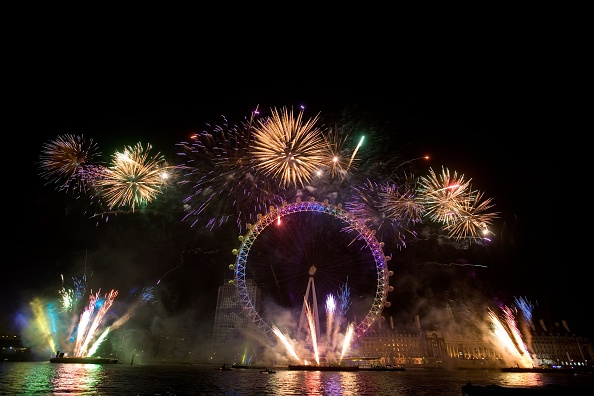 New Year「London Celebrates The New Year With Fireworks Display」:写真・画像(15)[壁紙.com]