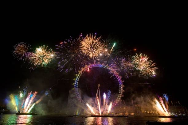 London Celebrates The New Year With Fireworks Display:ニュース(壁紙.com)