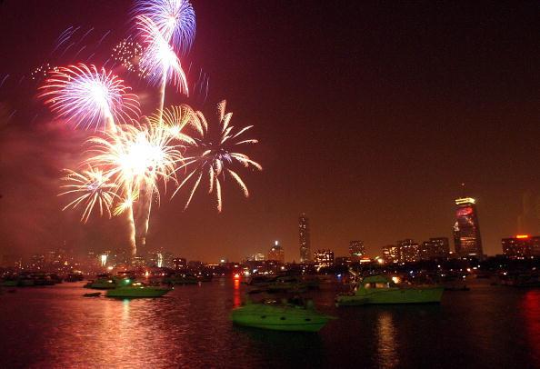 Boston - Massachusetts「Fireworks Explode In Boston」:写真・画像(10)[壁紙.com]