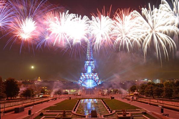 花火大会「2014 Bastille Day Fireworks At Eiffel Tower」:写真・画像(19)[壁紙.com]