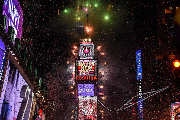 New Year「Amid Freezing Temperatures,Crowds Celebrate New Year's Eve In Times Square」:写真・画像(11)[壁紙.com]