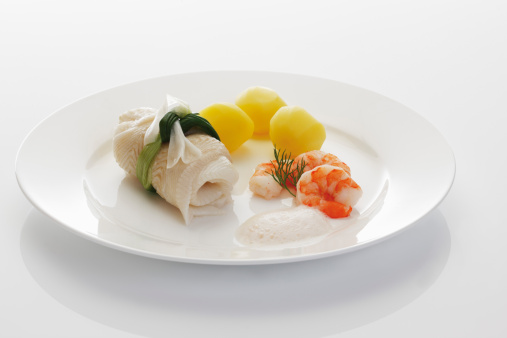 Vertebrate「Fresh halibut with with gambas and salt potatoes in plate on white background」:スマホ壁紙(19)