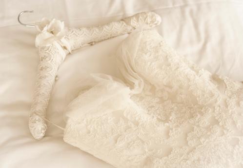 結婚「Germany, Lace wedding dress lying on bed」:スマホ壁紙(15)