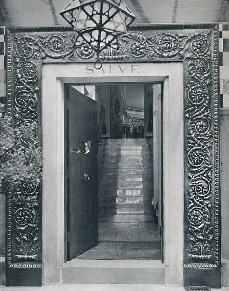 J「View Into Sir L Alma-Tademas Studio Through The Entrance Door L」:写真・画像(12)[壁紙.com]