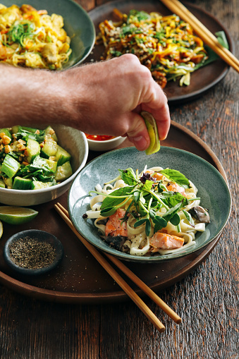 Bean Sprout「Man eating udon noodles with salmon」:スマホ壁紙(18)