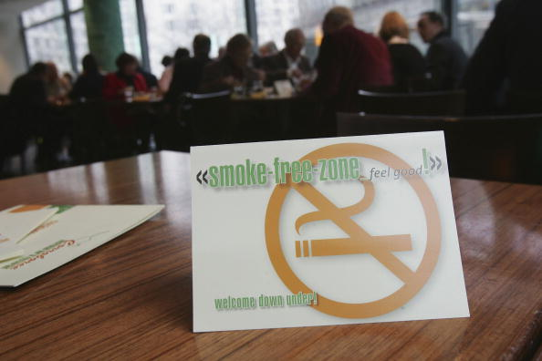 No Smoking Sign「Germany Discusses Smoking Ban in Restaurants And Bars」:写真・画像(19)[壁紙.com]