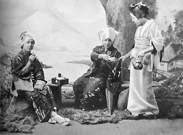Teapot「Japanese Peasant Girls Taking Tea At A Wayside Rest」:写真・画像(10)[壁紙.com]
