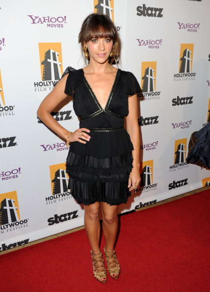 V-Neck「14th Annual Hollywood Awards Gala - Red Carpet」:写真・画像(10)[壁紙.com]