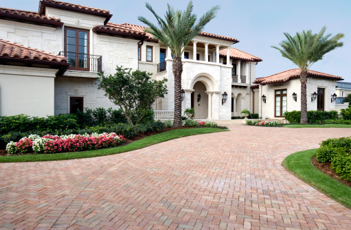 Architectural Column「Luxury Living in this Beautiful Estate Home with Brick Pavers」:スマホ壁紙(3)