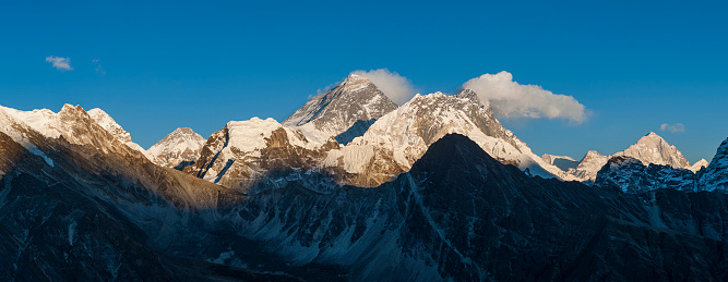 Khumbu「Everest, Nuptse and Lhotse seen from the top of Gokyo Ri in Everest region of Nepal」:スマホ壁紙(18)