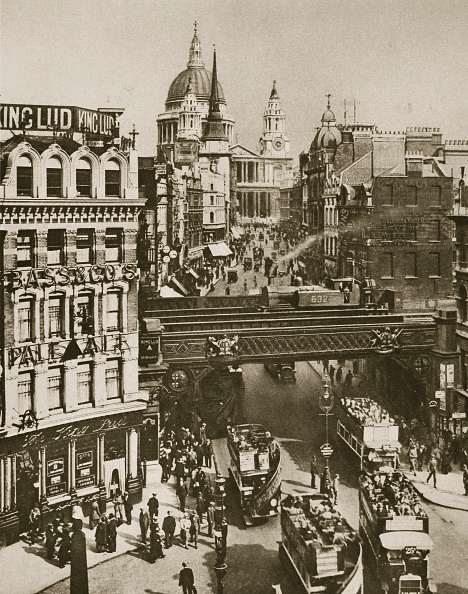 Double-Decker Bus「Spire Of St Martin's Ludgate And St Paul's Cathedral London 20th Century」:写真・画像(0)[壁紙.com]