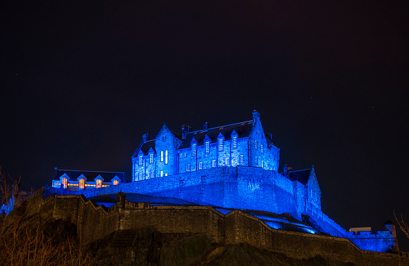 Castle「Edinburgh Lights Up Blue For NYE Hogmanay With Unicef To Support Their New Year's Resolutions For Children Campaign」:写真・画像(15)[壁紙.com]