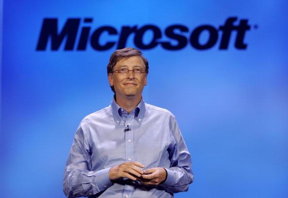 上半身「Bill Gates Attends 2007 Consumer Electronics Show」:写真・画像(16)[壁紙.com]