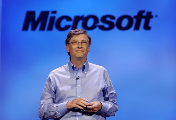 Waist Up「Bill Gates Attends 2007 Consumer Electronics Show」:写真・画像(19)[壁紙.com]