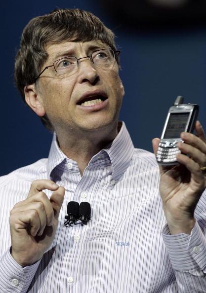 Smart Phone「Bill Gates Opens Annual Consumer Electronics Show」:写真・画像(7)[壁紙.com]