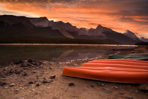 Canoeing「Lake and mountains at sunrise」:スマホ壁紙(15)